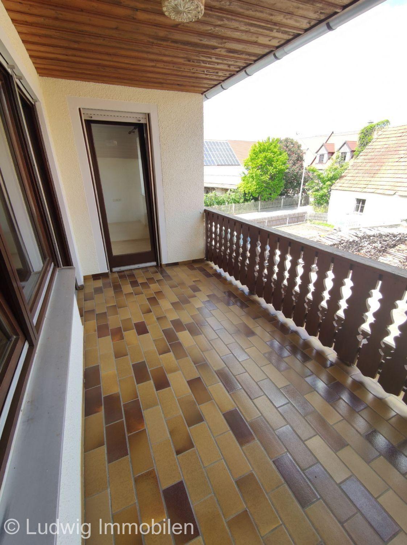Loggia Zugang vom Wohn- und Schlafzimmer