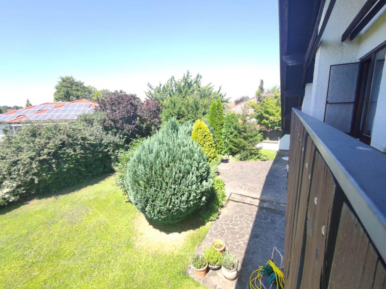 Blick vom großen Balkon in Garten