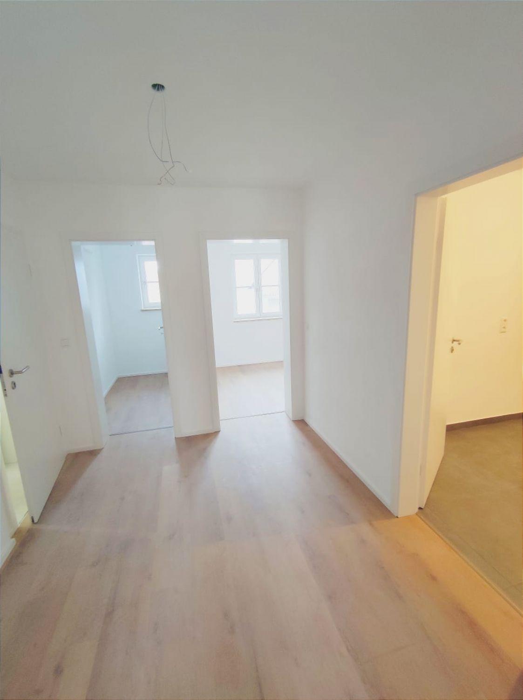 Blick zum Schlafzimmer u. Abstellraum