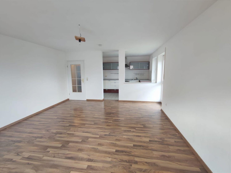 Wohnzimmer blick zum Kochbereich